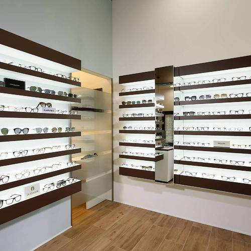 Classical and elegant wall eyeglasses shelves for an optical shop in Germany.